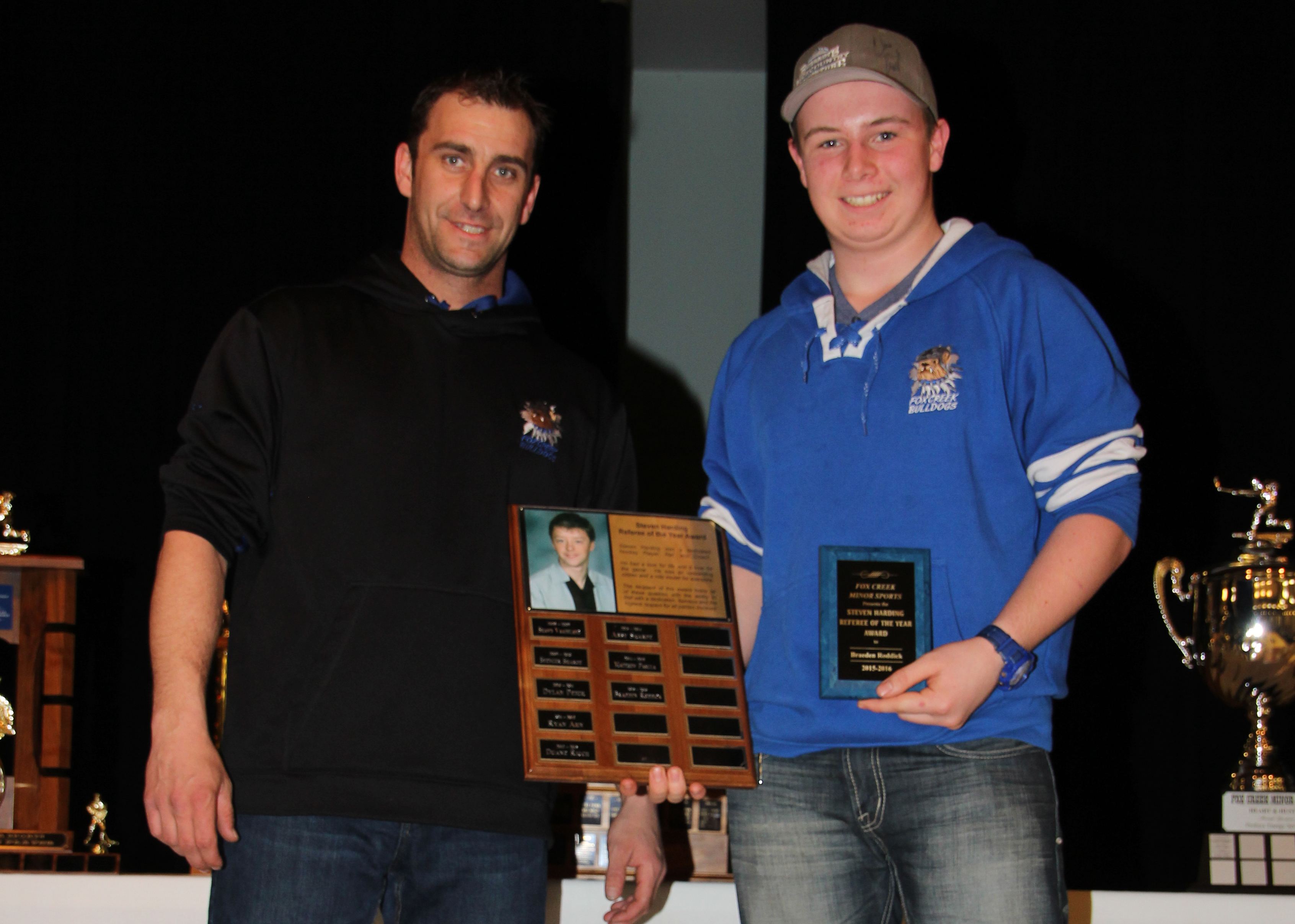 Tyler Scobey presents the Steven Harding Referee of the Year award to Braeden Roddick.